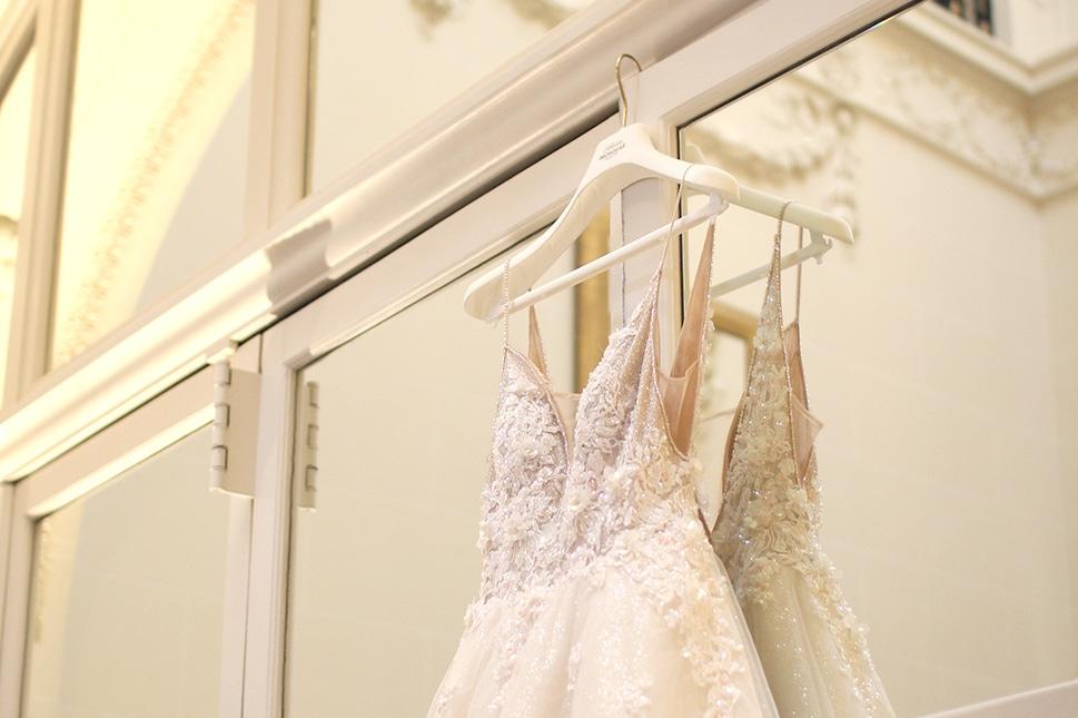 Robes de mariées, se mettent en place comme pour une répétition du ballet