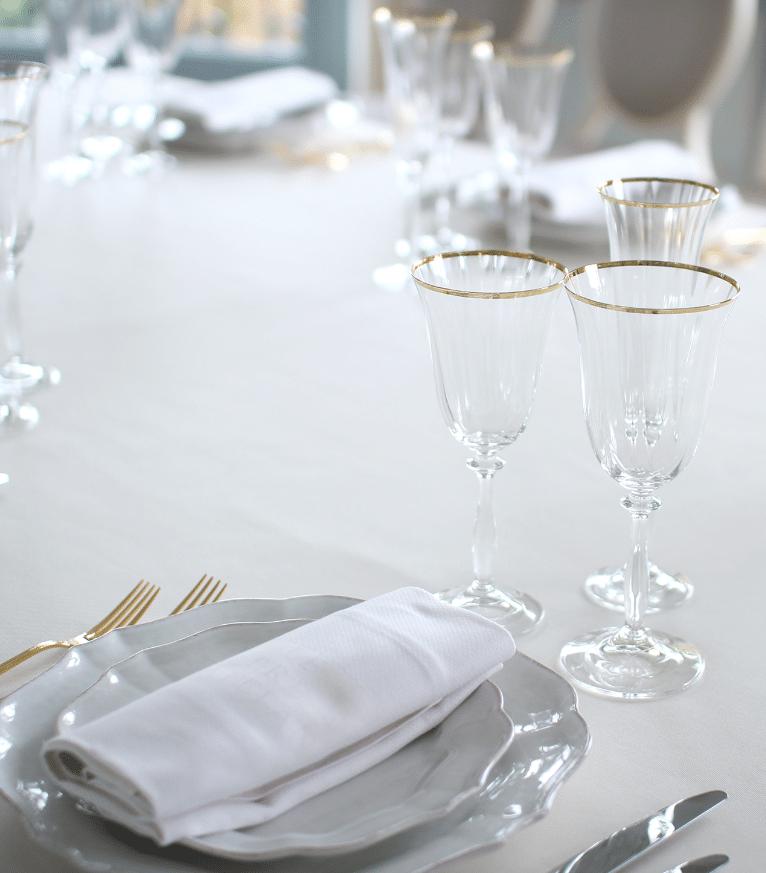 Table de mariage avec verrerie de luxe
