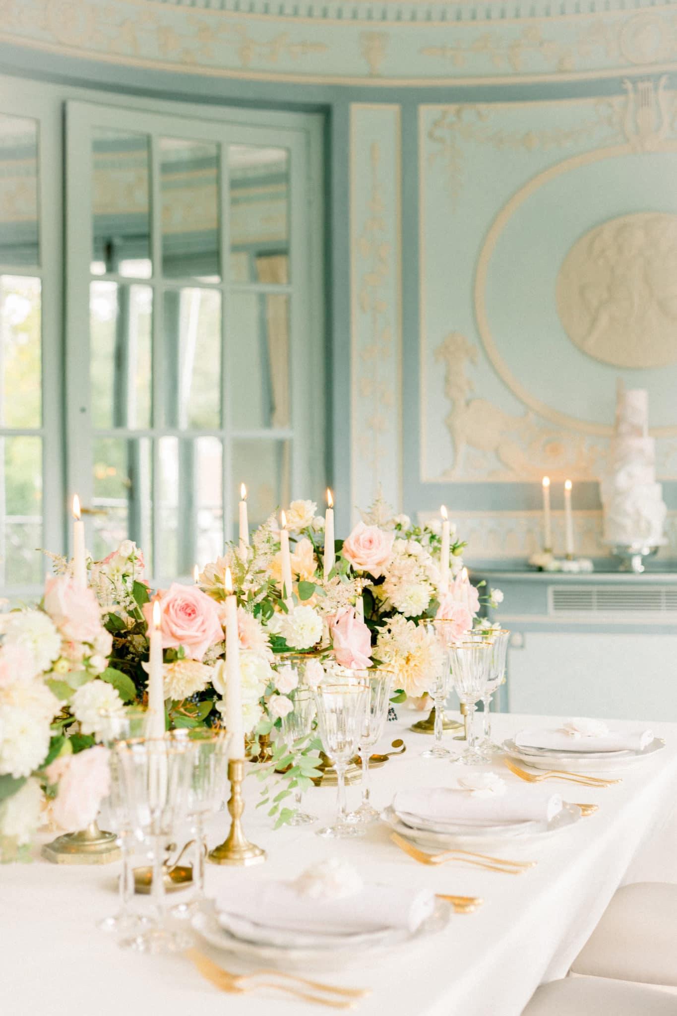 Table mariage luxueux esprit Marie Antoinette