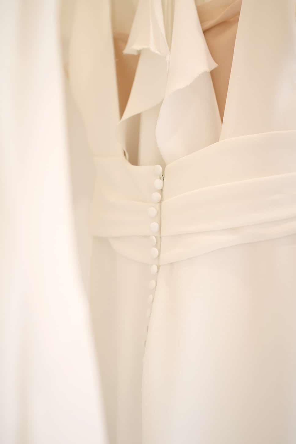 robe de mariée chic boutonnage dos