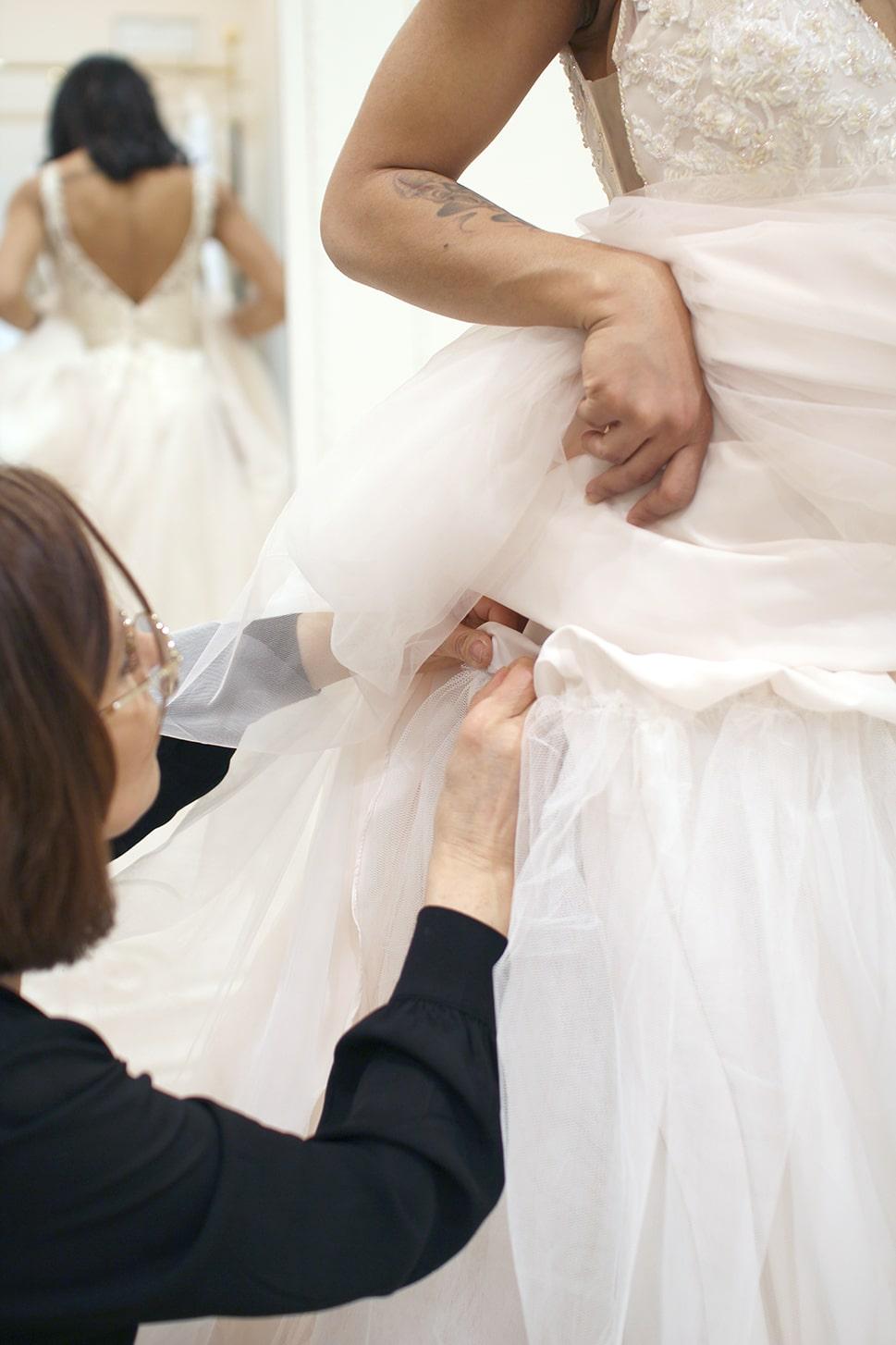détails retouches robe de mariée paris