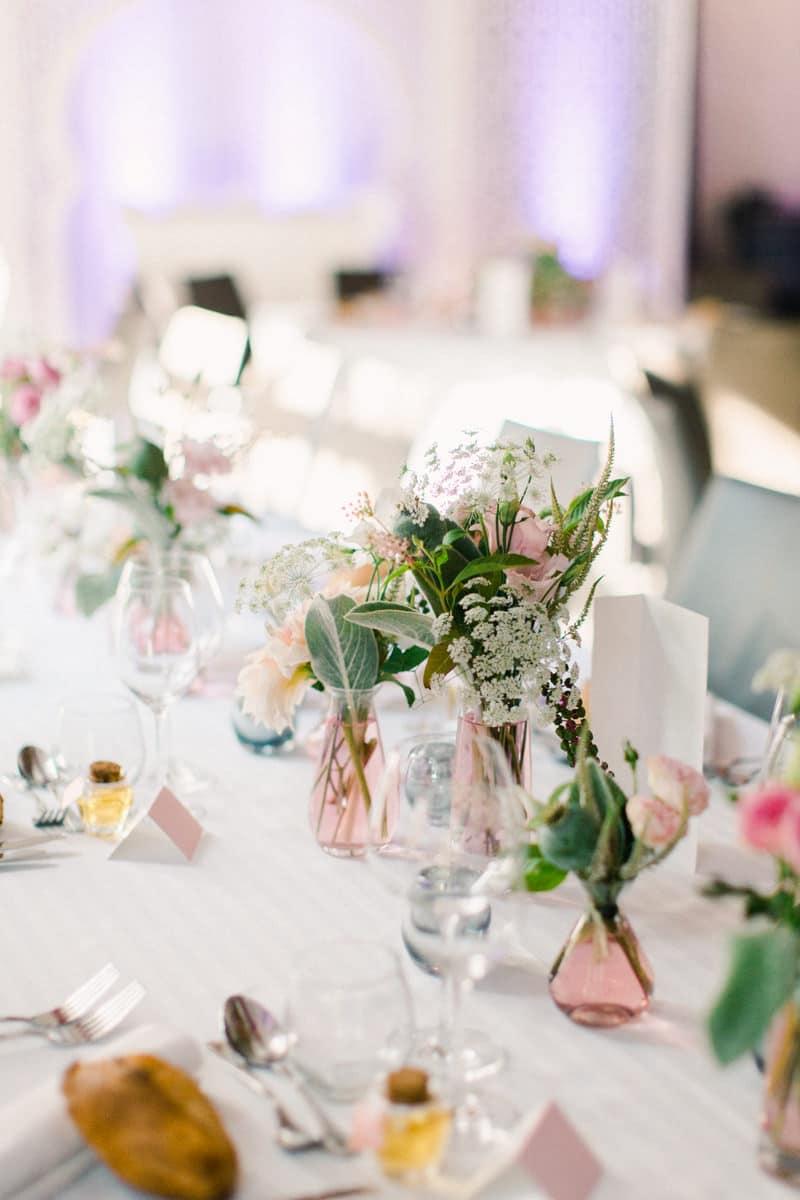 mariage éco-responsable décor-fleurs-table