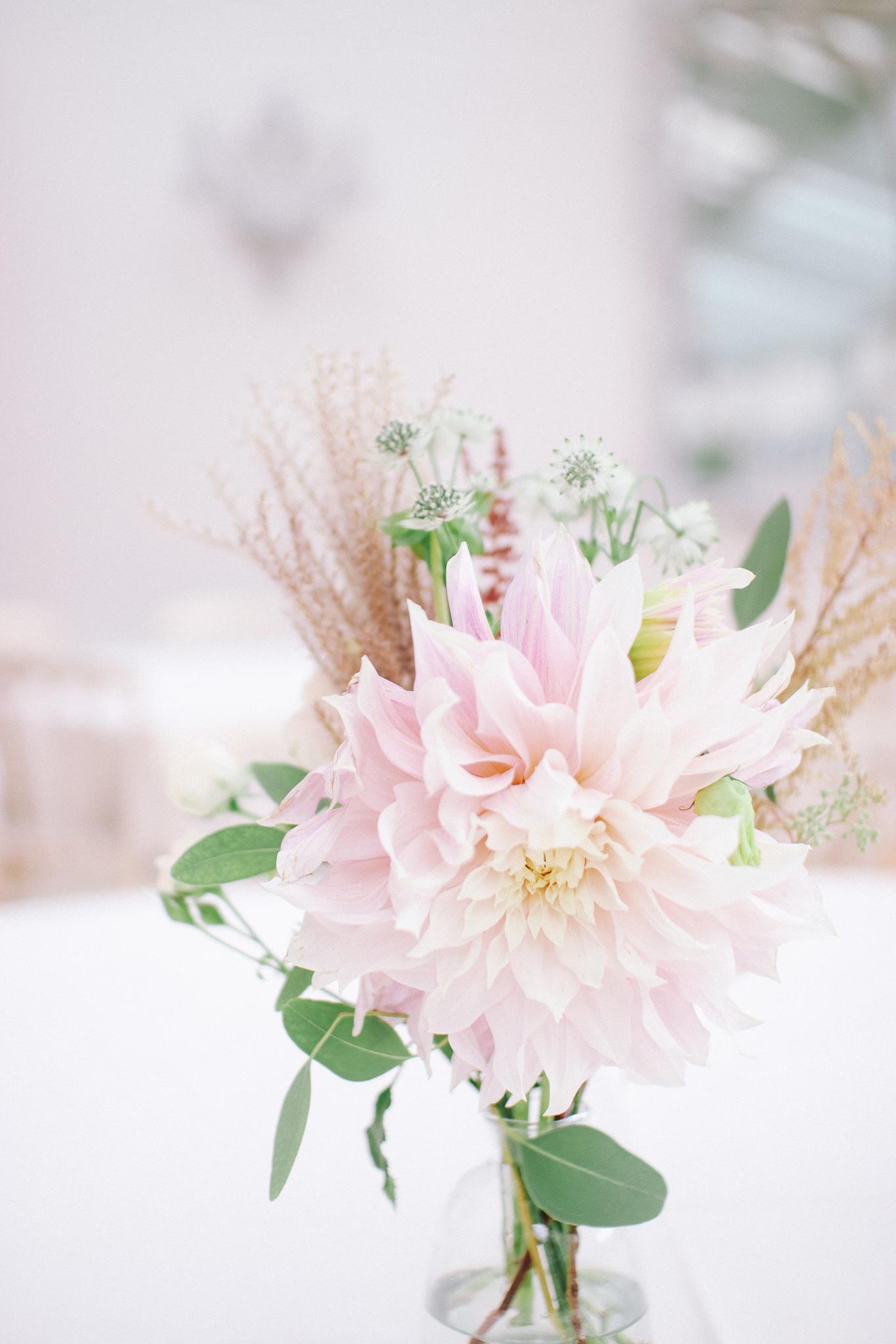 détails fleurs table mariage