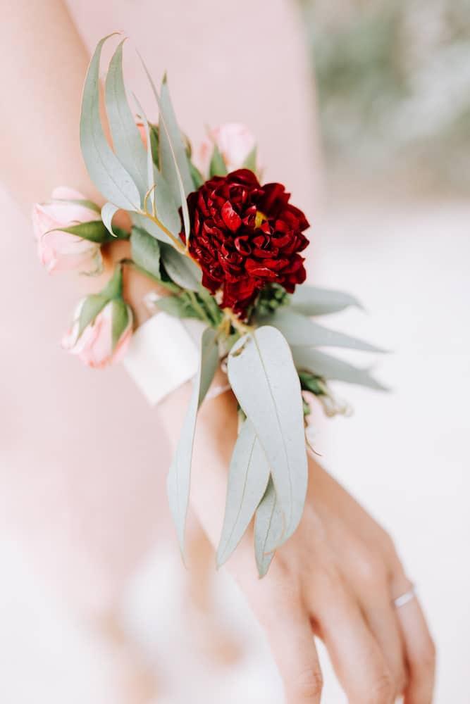 wedding planner paris inspiration mariage en automne bracelet fleuri mariée