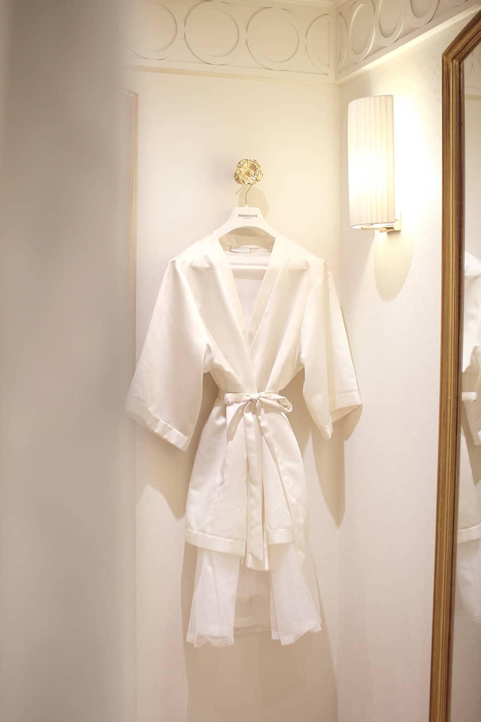 séance essayages robe de mariée pronovias paris avec Atout Coeur Wedding