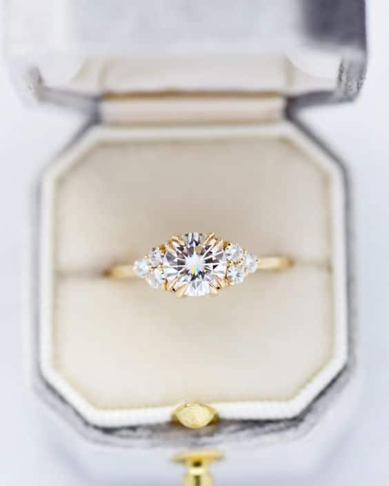 bague de fiançailles or jaune et diamant